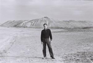 Студент пятого курса Незиньковский Сергей на фоне Эрк-Калы.