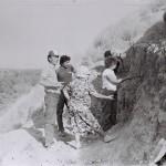 Замира Исмаиловна и Марчук Вита обсуждают ситуацию в раскопе.