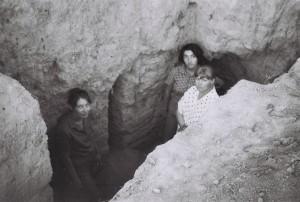 В раскопе: Лушпенко Ольга – руководитель работ на объекте, Абдуллаева Фарида, Потапова Галина