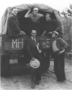 Тамань в машине: Г.А.Кошеленко, Ю.Савельев, неизвестный; внизу - Н.И.Сокольский,  неизвестный.