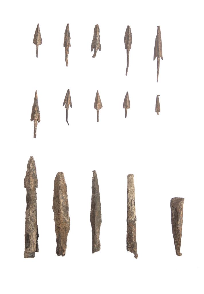 железные наконечники стрел и дротиков